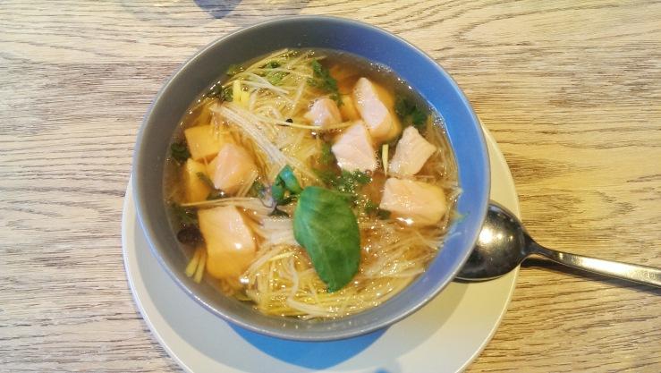 Miso-суп с лососем. Miso-soup with salmon.