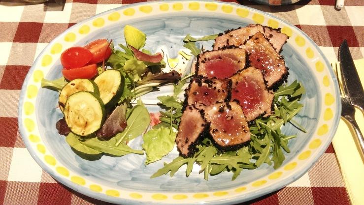 Тунец в сезамовых семечках. Tuna in sesame seeds.
