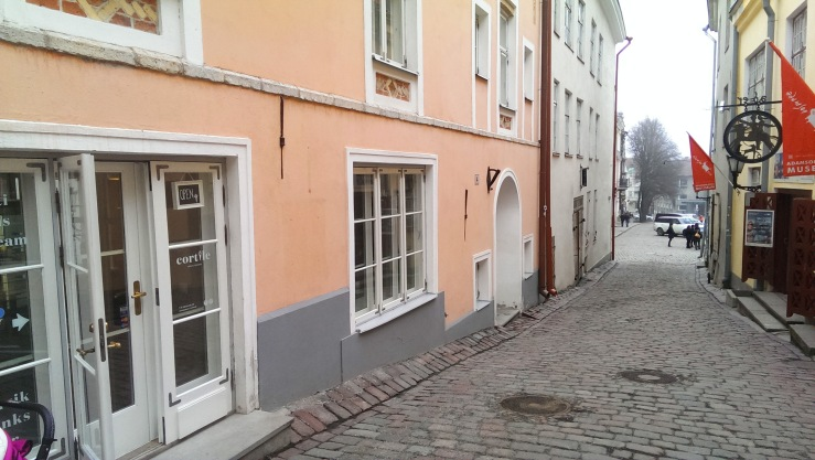 Вид со стороны Lühike jalg. Entrance view from Lühike street.