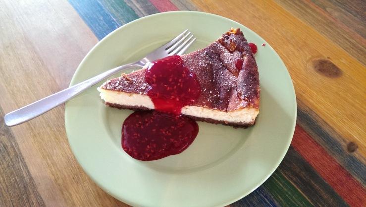 Пирог дня -- чизкейк. Pie of the day -- cheesecake.