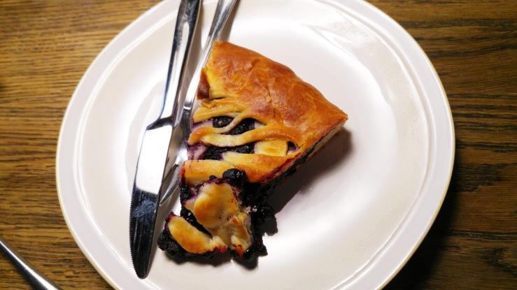 Пирог с черникой. Pie with bilberry.
