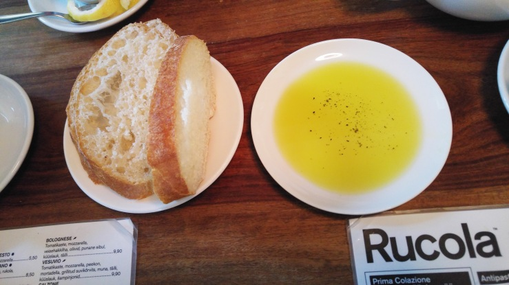 Чиабатта с оливковым маслом. Ciabatta with olive oil.