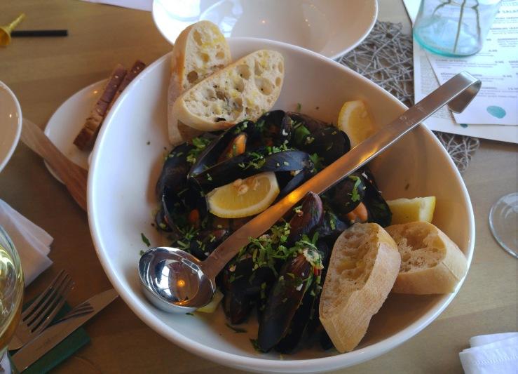 Голубые мидии в кокосовом соусе. Blue mussels in coconut sea.